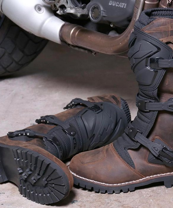 tcx chaussures et bottes moto. Black Bedroom Furniture Sets. Home Design Ideas