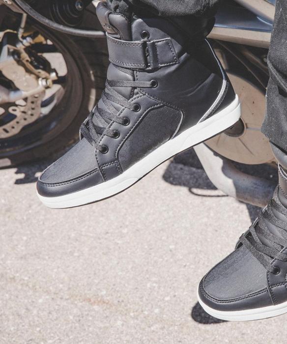 V'Quattro : chaussures moto, Gants et Blousons pour motards