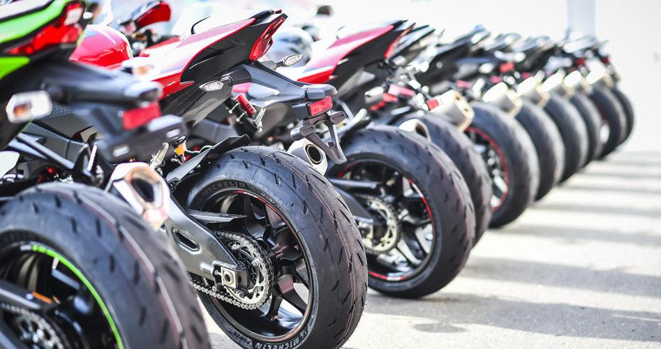 motos-pretes-pour-la-courses