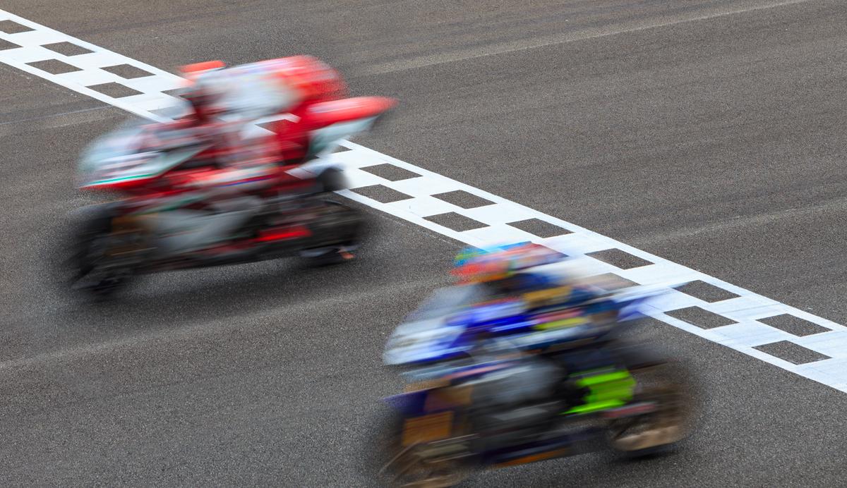 cover-depassement-sur-circuit-moto